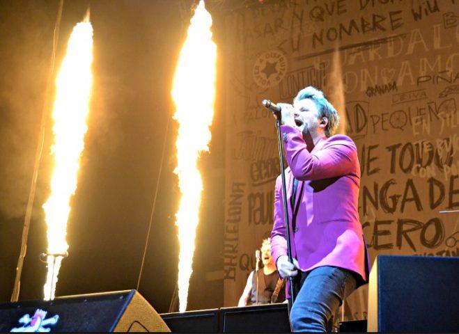 """Efectos de fuego - lanzallamas de BIEFEC FX Efectos Especiales en la Gira Dani Martin 2018 """"Grandes Exitos y Pequeños Desastres""""."""