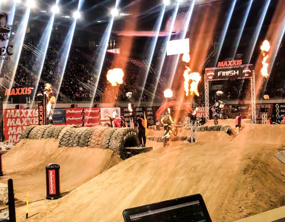 Lanzallamas de BIEFEC FX, Efectos Especiales, en la llegada a meta del evento deportivo del Campeonato del Mundo SuperEnduro 2019 (Maxxis Fim SuperEnduro World Championship), Madrid, Caja Mágica.