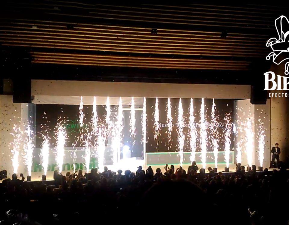 Presentación de la nueva Thermomix® TM6 en Granada, miles de confeti lanzados con Cañones Big Blaster y una cascada de fuego final creada con 28 máquinas Sparkular Fall y Verticales, por Biefec, Efectos Especiales
