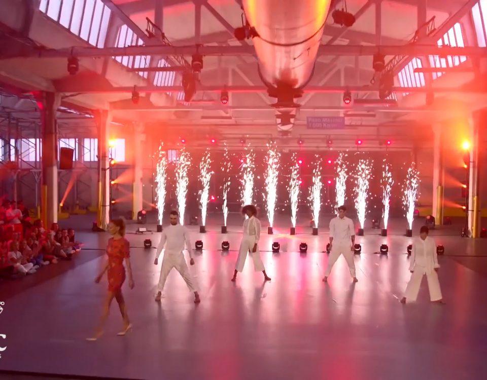 """BIEFEC FX Efectos Especiales en la Gala final de la edición de 2019 de """"FAMA a Bailar"""", con las máquinas de fuego frío sin pirotecnia SPARKULAR VERTICALES."""